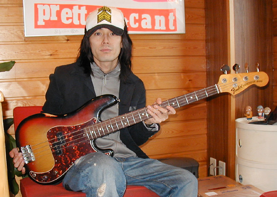 「ACIDMAN・佐藤雅俊さん」と「Fender Precision Bass」。_e0053731_2043764.jpg