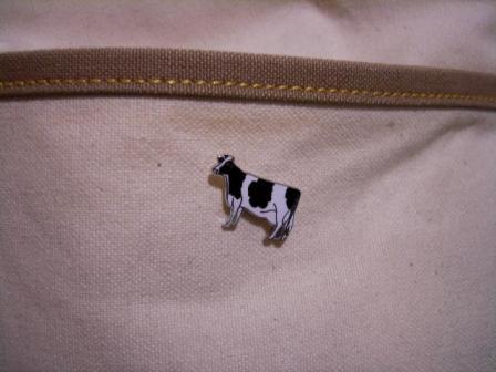 友達から牛グッズ2つ貰いました!_f0118879_2231471.jpg