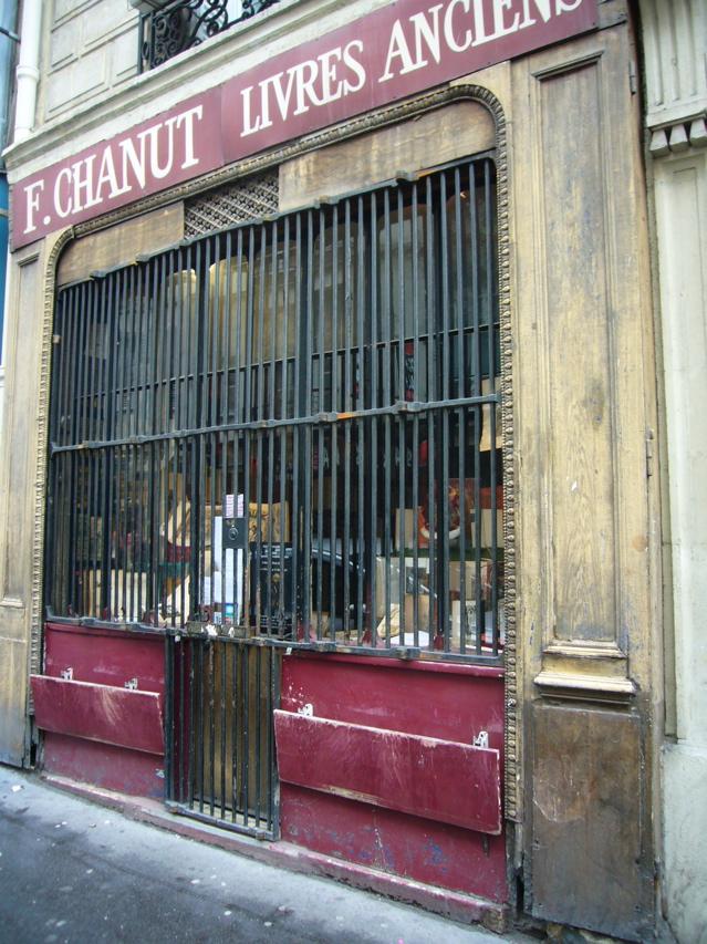 ■街角の本屋(PARIS)_a0008105_17165181.jpg