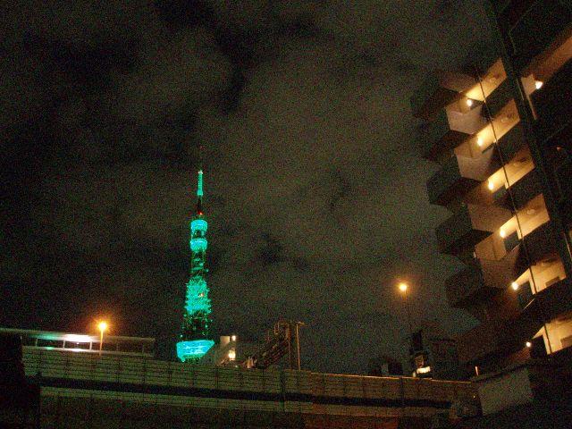 緑の東京タワー