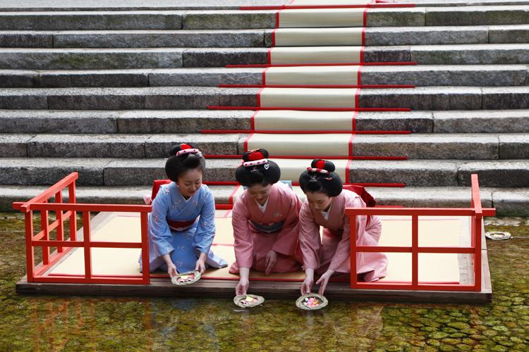 下鴨神社「流しびな」_e0051888_20345819.jpg
