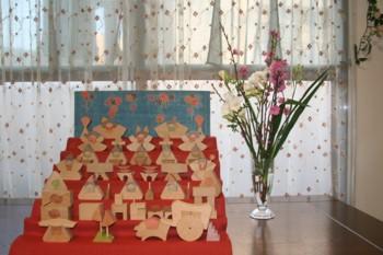 一日遅れ…の雛祭り♪7段飾り…組み木です。_d0082356_842438.jpg