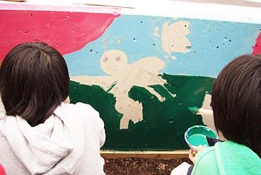 小学校ゲストティーチャー/ブロック塀に絵を描く_f0043592_2020416.jpg