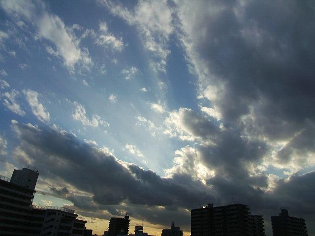 空_e0089232_1428373.jpg