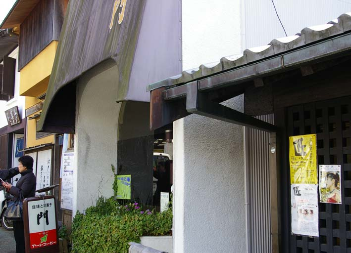 間もなく春の北鎌倉匠の市②ポスターが駅、お店、掲示板に_c0014967_7223567.jpg
