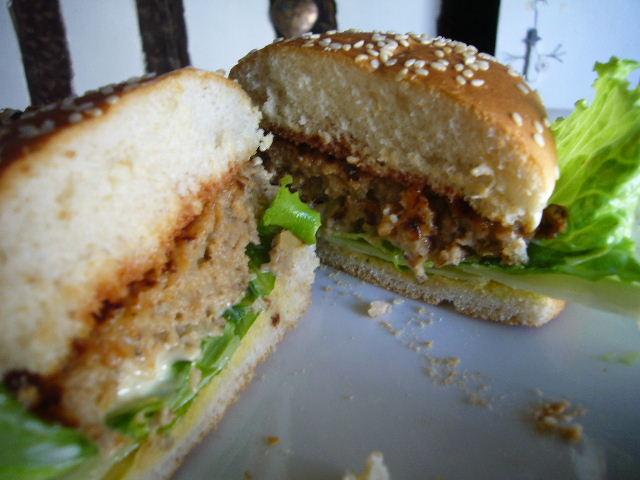 ■自家製ハンバーガー(パリ)_a0014299_23173728.jpg