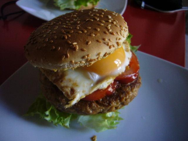 ■自家製ハンバーガー(パリ)_a0014299_2317572.jpg