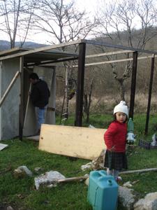 トリ小屋作り再開しました_f0106597_21212723.jpg