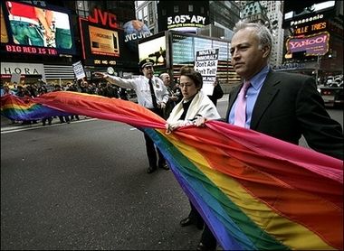 Rabbi arrested at New York demo over gays in the military_d0066343_9154771.jpg