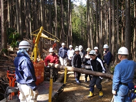 中学生の林業体験_e0002820_1714675.jpg