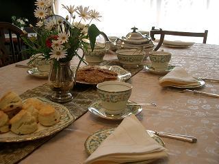 皇太后さまのティーセットで愉しむ午後のお茶会_c0079828_1122718.jpg