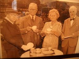皇太后さまのティーセットで愉しむ午後のお茶会_c0079828_1235625.jpg