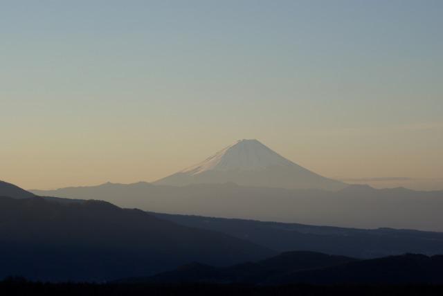 ホテルの屋上より山を眺める_e0063851_11303934.jpg