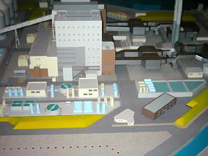 ガラスケースの中に神戸製鋼の模型が。工場内がどのような仕組みになっているのか解るようになっています。