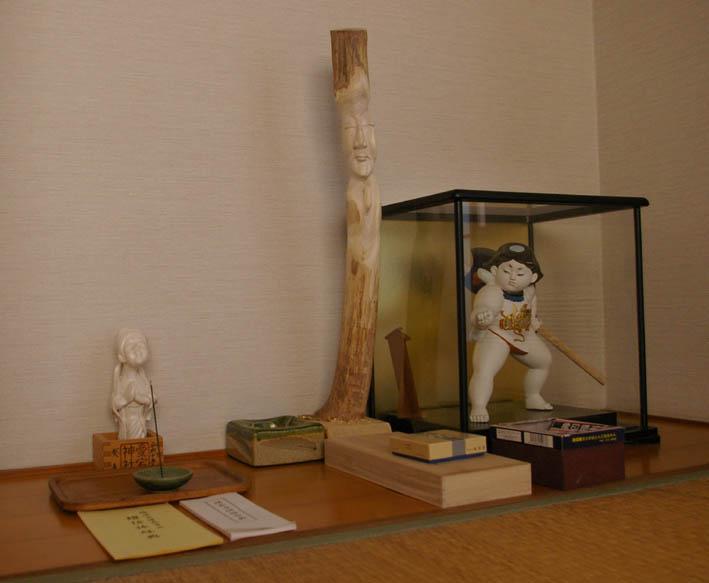 春分の日の3月21日、木彫り観音が玄関先に届いていた!_c0014967_0311583.jpg