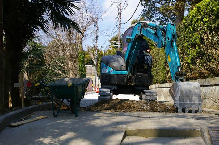 春分の日の3月21日、木彫り観音が玄関先に届いていた!_c0014967_0374684.jpg