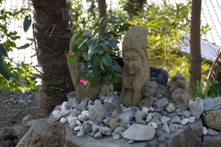 春分の日の3月21日、木彫り観音が玄関先に届いていた!_c0014967_823464.jpg