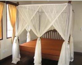 家具の値段(お姫様ベッド)_d0083068_81625.jpg