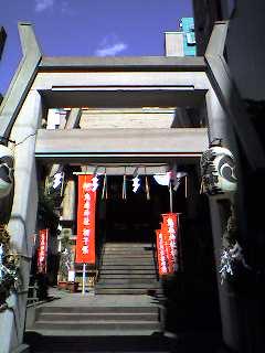焔と饂飩、神社と神社、椿から椿。_d0091021_121825.jpg