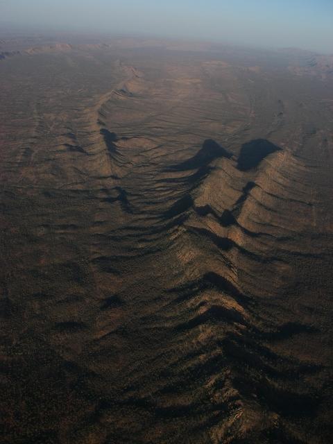 空撮 地球の背骨 マクダネルレンジ DAY12_f0050534_2141548.jpg
