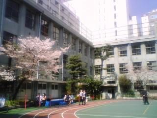 こんな場所に小学校があったなんて!_f0054720_18212279.jpg