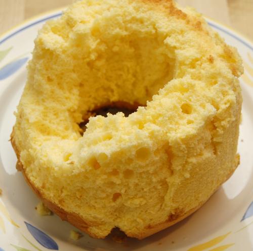オイルを使わないレモンのシフォンケーキ_a0003650_21153420.jpg