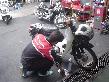 いよいよ週末ミニバイク草レースですやん!_f0056935_2263570.jpg