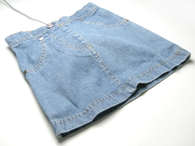 スカートに手を突っ込む・・・形状のマウスパッド。_c0004568_19584610.jpg