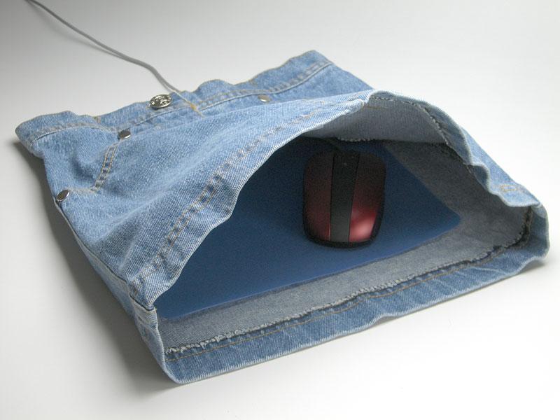 スカートに手を突っ込む・・・形状のマウスパッド。_c0004568_19592976.jpg