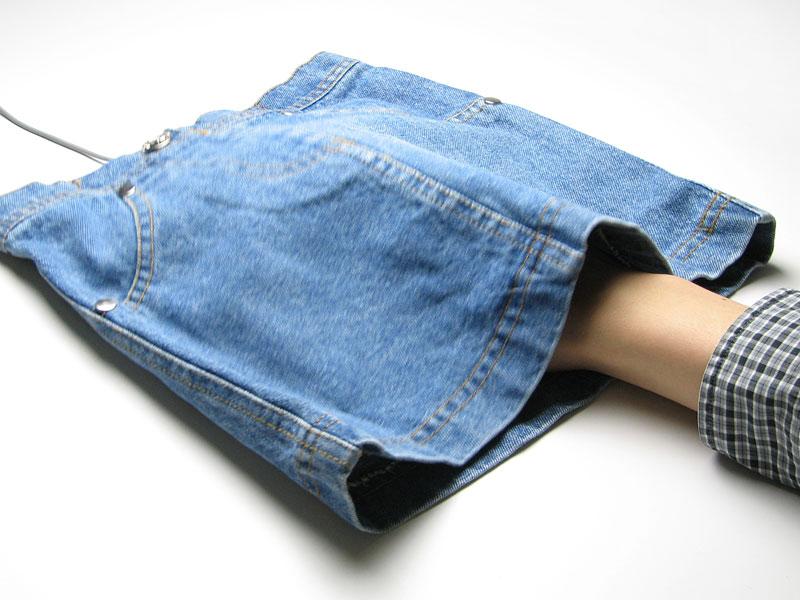 スカートに手を突っ込む・・・形状のマウスパッド。_c0004568_2012116.jpg