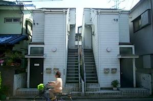 双子の階段アパートの怪_c0004024_16402163.jpg