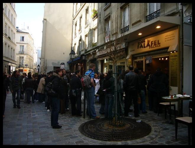■日曜日のマレー界隈(パリ)_a0008105_5324160.jpg