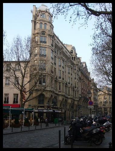 ■街角の建物(PARIS)_a0008105_526024.jpg