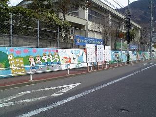 JR中野東駅前の長ーい壁画にびっくりほっこり_b0095061_7243623.jpg