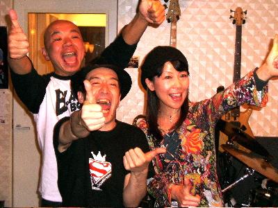ライブ後、メンバーでYeeeeeeeeeeeah!!!_d0052485_1425290.jpg