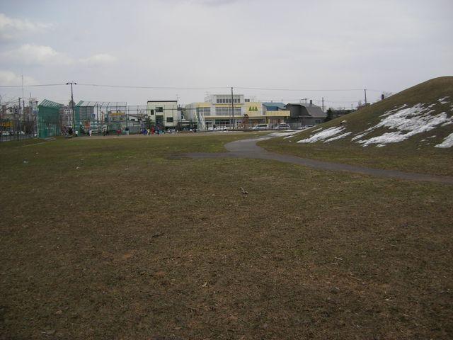 保育園前の公園_c0025115_1551388.jpg