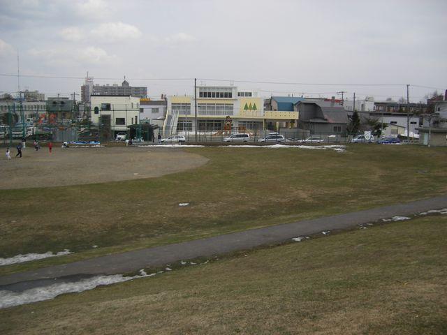 保育園前の公園_c0025115_1641990.jpg