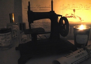 Antique hand sewing machine _e0088444_22184129.jpg