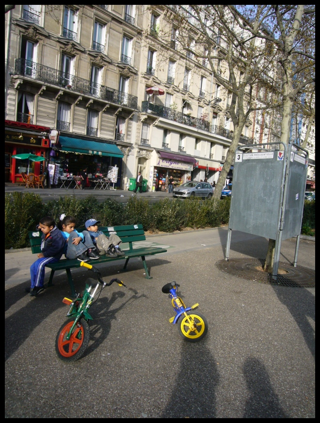 ■街角の子供たち(パリ)_a0008105_21274636.jpg
