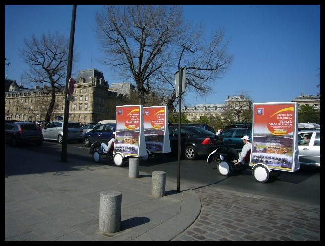■街角の広告(パリ)_a0008105_6231481.jpg