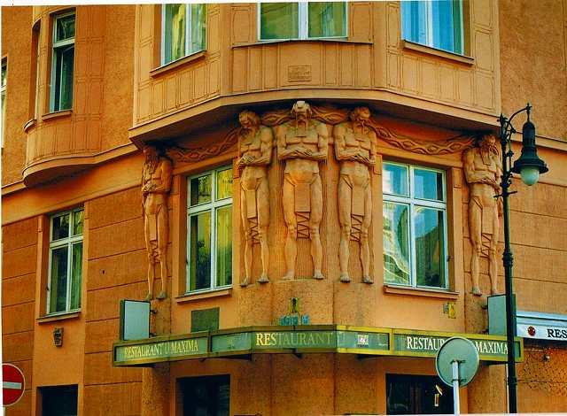 """プラハの建物  """"2003中欧_c0087349_683163.jpg"""