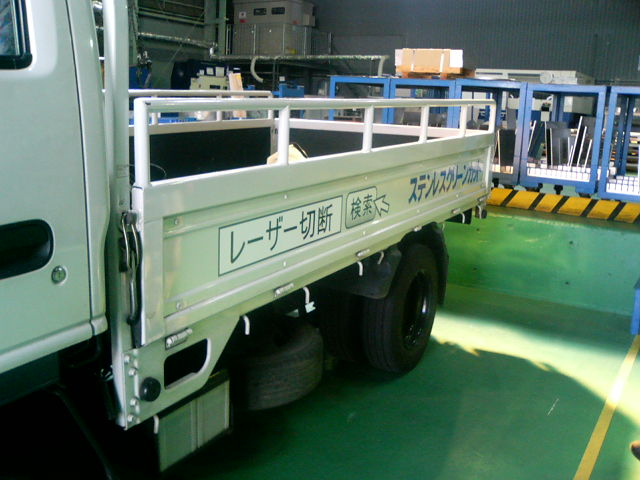 本日のメインイベント トラック広告VSダンプ松本_d0085634_9273953.jpg