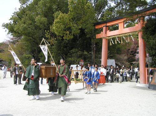 京都 上賀茂神社 葵使_e0048413_22431441.jpg