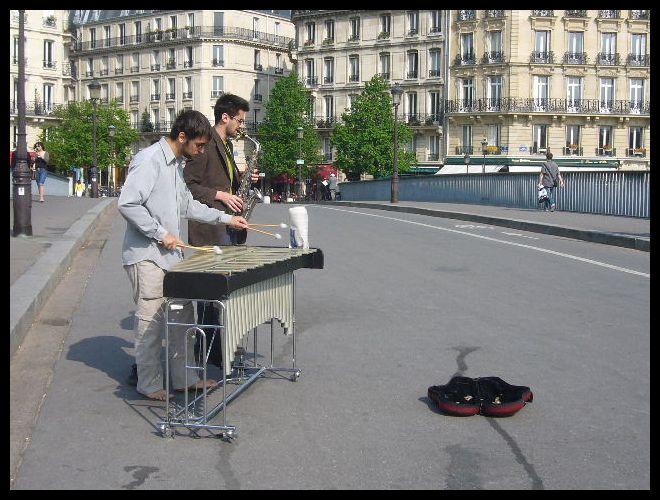 ■街角のミュージシャン(パリ)_a0008105_753436.jpg