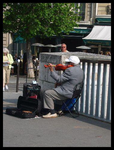 ■街角のミュージシャン(パリ)_a0008105_7542297.jpg