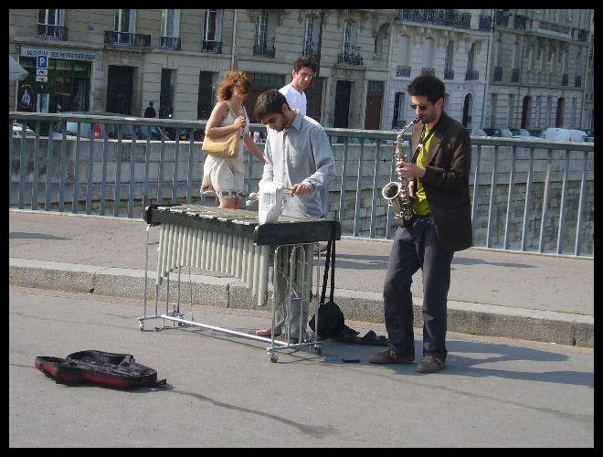 ■街角のミュージシャン(パリ)_a0008105_754774.jpg