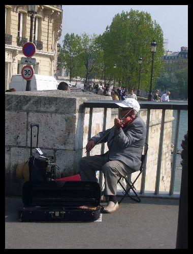 ■街角のミュージシャン(パリ)_a0008105_755241.jpg