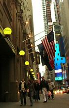 ニューヨーク・タイムズ本社ビルにある無料ミニ・ギャラリー_b0007805_11131287.jpg