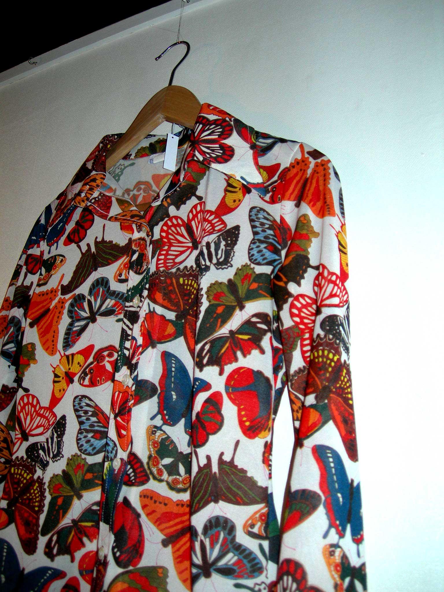 スキップな蝶々のフォトプリントのポリシャツ_c0078333_20552631.jpg