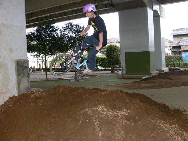 ゴリラ公園に土が搬入されました!!_b0065730_21143769.jpg